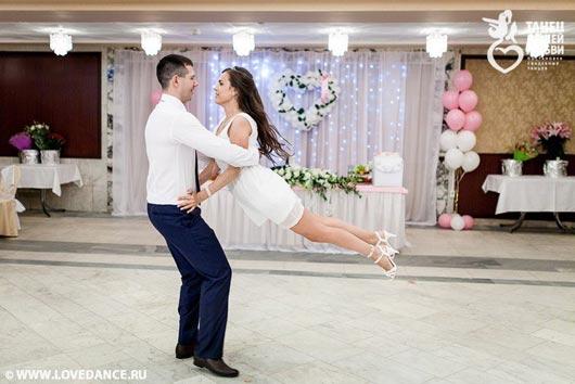 трогательный танец жениха и невесты на свадьбе