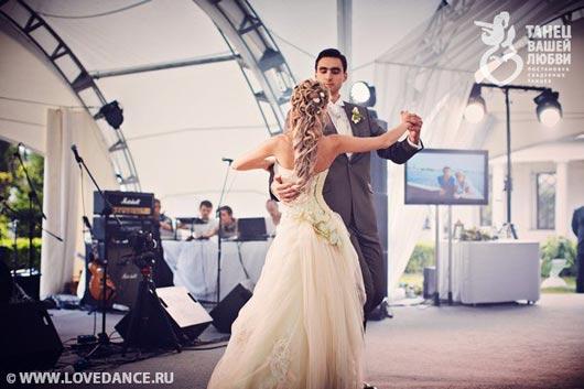 медленный танец жениха и невесты на свадьбе