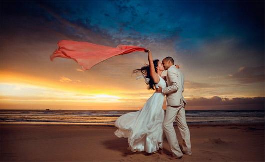 свадебный танец в Испании на закате