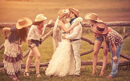 ковбойская одежда гостей на свадьбе в стиле кантри